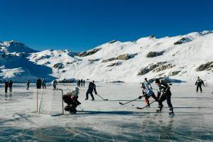 DOG-pondhockey1-master1050-v2.jpg
