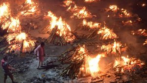India funeral pyres.jpg